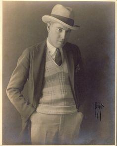 CLASSIC STYLISH DAPPER Man in Photo circa 1910s Hat and Suit Jacket