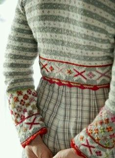 Bolero Free after Fanaby by Sidsel J. Høivik on Ravelry: knitting pattern in a . - Bolero Free after Fanaby by Sidsel J. Høivik on Ravelry: knitting pattern in a Norwegian book - Knitting Projects, Knitting Patterns, Sewing Patterns, Fair Isle Knitting, Fashion Mode, Mode Vintage, Red And Grey, Pulls, Ravelry