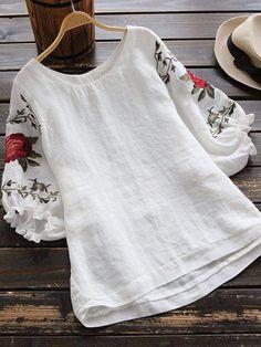 ❤️Get outfit ideas Linen Dresses, Casual Dresses, Fashion Dresses, Kurta Designs, Blouse Designs, Pakistani Dress Design, Blouse Online, Blouse Vintage, Lace Tops