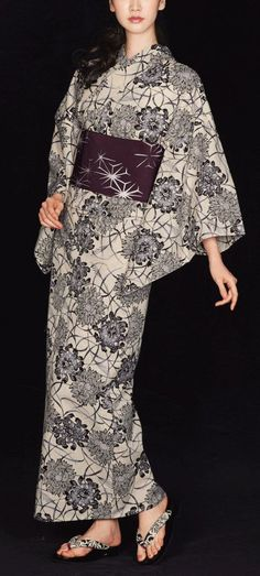 The Japanese embroidery is a brilliant piece of art creation spanning centuries old and is used to decorate ceremonial garments like on Japanese kimonos and other decorative items. Japanese Embroidery, Japanese Fabric, Japanese Kimono, Kimono Japan, Yukata Kimono, Japanese Outfits, Japanese Fashion, Kimono Design, Summer Kimono