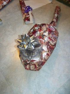 That'll teach ya to walk on the wrapping paper ;) I WANNA DO THIS TO MY CATS!!!!