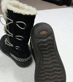 UGG AUTENTIC a little worn un front , but at first glance does not look ,only the right boot, UGG Shoes Winter & Rain Boots