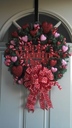 Valentine Crafts Made With Deco Mesh - Yahoo Image Search Results Diy Valentines Day Wreath, Valentines Day Decorations, Valentine Day Crafts, Valentine Ideas, Valentine Tree, Heart Decorations, Wreath Crafts, Diy Wreath, Wreath Ideas