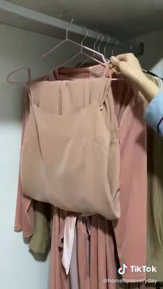 Diy Clothes Life Hacks, Diy Clothes And Shoes, Clothing Hacks, Household Cleaning Tips, House Cleaning Tips, Simple Life Hacks, Useful Life Hacks, Diy Fashion Hacks, Fashion Tips