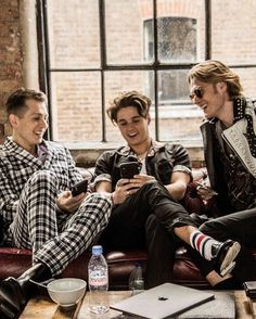 Music X, Tv Show Music, Sound Of Music, Bradley Simpson, Brad The Vamps, Zodiac Clothes, Artsy Background, Will Simpson, I Have A Crush