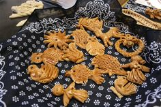 vizovické pečivo - Hledat Googlem Jewel Hands, Types Of Flour, Czech Recipes, Thin Crust, Tray Bakes, Folklore, Tree Decorations, Gingerbread Cookies, Thoughtful Gifts