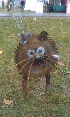 Cat – Recycled Garden Art Sculpture via Jim Billmeyer Etsy shop – saw blade face, washers, horse shoe legs, wisk tail -cute!