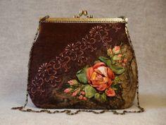 un bolso elegante bordado  a  con cinta .
