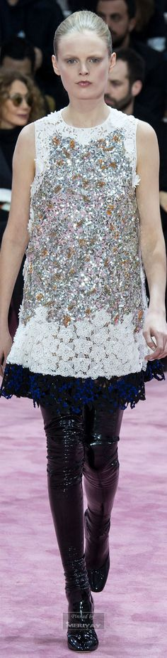 """Christian Dior.Spring 2015 Couture.I see lots of glitter, color mix,the art on clothing, the artisc mind of designers at their Best**"""""""
