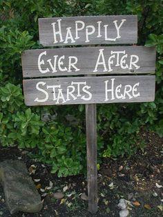 Totally Romantic DIY Wedding Sign idea!