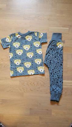 T-skjorte og haremsbukse i str 98 Button Down Shirt, Men Casual, Mens Tops, Shirts, Fashion, Dress Shirt, Moda, La Mode, Casual Male Fashion