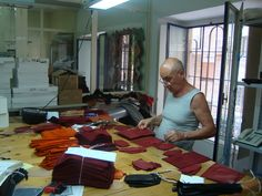 The Boss at work #gloves #craftsman #leather #naples #italy #fashion #tradition #madeinitaly #work #moda #guanti #tradizione