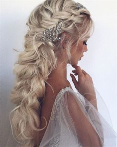 70+ Prom Hairstyles Trendy Inspiration For 2019 – Page 74 – Chic Cuties Blog Long Hair Wedding Styles, Wedding Hairstyles For Long Hair, Wedding Hair And Makeup, Bridesmaids Hairstyles, Fishtail Wedding Hair, Bridal Fishtail Braid, Wedding Curls, Chic Wedding, Party Wedding