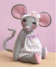 Miss Stitch Kit - soft toy sewing kit to make this cute felt mouse - is-sit tiegħi Mouse Crafts, Felt Crafts, Doll Patterns, Sewing Patterns, Sewing Projects, Craft Projects, Felt Mouse, Fabric Toys, Little Doll