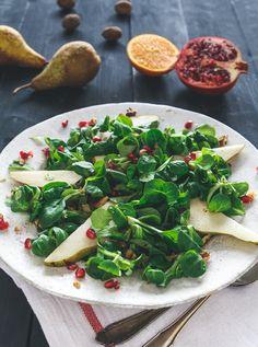 Feldsalat mit Birne, Walnuss und Orangen Vinaigrette