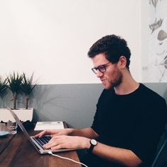 [ MEET HALIM ] #cloudworker from #sanfrancisco / His #morning ritual ? Meditating learning portuguese and listening to King Kunta. Wanna get to know Halim ? Come meet him at seat 20 his favorite spot at #cafenuage ! #cloudworking #coworking #paris #coffee by cafenuage