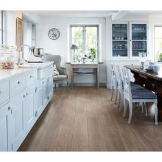 Visualize a new laminate or hardwood floor in your home! See the latest flooring styles and colors, for any living space, in our flooring inspiration gallery. Laminate Hardwood Flooring, Waterproof Laminate Flooring, Types Of Wood Flooring, Basement Flooring, Kitchen Flooring, Flooring Ideas, Piece A Vivre, Wood Planks, Interiores Design