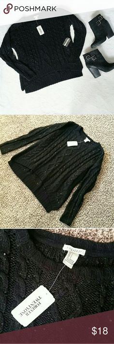 F21 Cozy Black Cable Knit & Sequin Sweater NWT F21 Cozy Black Cable Knit & Sequin Sweater NWT This soft and thick cable knit sweater from F21 is NWT never worn! Soft black cable knit style with small sequins throughout. Size S. Originally $28! Forever 21 Sweaters Crew & Scoop Necks