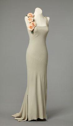omgthatdress: Evening Dress 1937 Nasjonalmuseet for Kunst, Arketektur, og Design Vintage Evening Gowns, Vintage Gowns, Evening Dresses, Vintage Outfits, Vintage Clothing, 1930s Fashion, Art Deco Fashion, Retro Fashion, Vintage Fashion