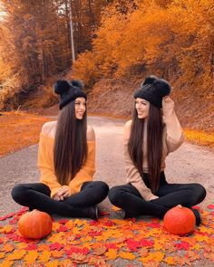 mil Me gusta, 835 comentarios - Gülcan & Sahinur Twins ( en In. Bff Pics, Best Friend Photography, Cute Photography, Fall Pictures, Bff Pictures, Hena, Best Friend Pictures, Best Friends Forever, Belle Photo