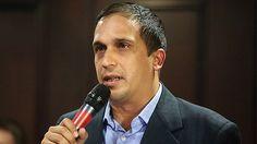 Vicepresidente ordena al gobernador Edwin Rojas dar prioridad al proceso de carnetización en Sucre - http://wp.me/p7GFvM-AuO