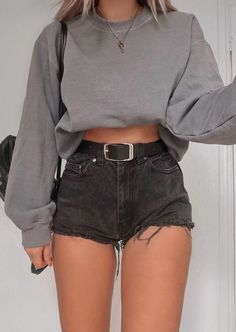 Missguided baggy washed sweatshirt outfit high waisted belted levis jean shorts outfit key necklace best back to school outfits for teen girls top bac Best Casual Outfits, Teen Fashion Outfits, Outfits For Teens, Cool Outfits, Fall Fashion, Cute Everyday Outfits, Cute Outfits With Shorts, Fashion Trends, Womens Fashion
