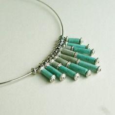 """Elégante parure """"glaçon"""" en perles de papier lokta népalais couleurs bleu et gris, support argenté"""