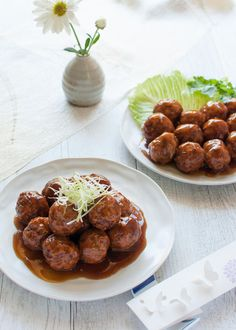 Japanese Pork meatballs are deep fried meatballs coated in flavoursome sauce. By just changing the sauce, you will get quite different meatball dishes – one with sweet and sour sauces, one with weet soy sauce like teriyaki sauce. Both are really tasty. Easy Japanese Recipes, Easy Asian Recipes, Japanese Dishes, Healthy Recipes, Japanese Food, Chinese Food, Yummy Recipes, Meatball Recipes, Pork Recipes
