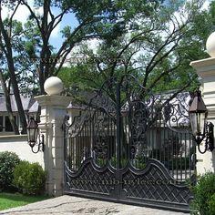 Brama kuta w stylu dworskim