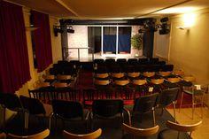 """Bühne zu """"Über Männer"""", erste Staffel, im studio des AuGuSTheater (Silcherstraße 2)"""