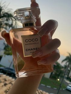 Perfume Chanel, Best Perfume, Body Spray, Perfume Scents, Perfume Bottles, Bath And Body Works Perfume, Coco Mademoiselle, Perfume Collection, Parfum Spray