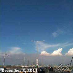 光化学スモッグなMakatiへ #smog #skyway #philippines #cloud #雲 #空 #sky