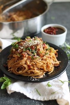Bacon Tomato Pasta, Sundried Tomato Recipes, Tomato Pasta Recipe, Sundried Tomato Pasta, Healthy Pasta Recipes, Cooking Recipes, Simple Recipes, Healthy Foods, Paste Recipe