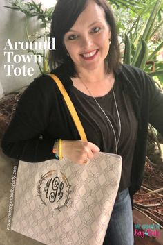 Such a pretty Tote #oneorganizedbaglady #thirtyone #aroundtowntote #dottedgeopebble #thirtyonegifts #purses