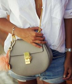 Chloe Bags on Sale! Shopping online for Chloe leather tote purse and discount tote bags. Fashion Mode, Look Fashion, Fashion Bags, Fashion Trends, Fashion Handbags, Daily Fashion, Runway Fashion, Fashion Jewelry, Sincerely Jules
