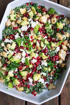 Grønkålssalat med bagt blomkål og tahindressing - vegetarisk salat Salad Menu, Salad Dishes, Waldorf Salat, Cottage Cheese Salad, Salad Recipes, Healthy Recipes, Fall Dinner Recipes, Healthy Chicken Dinner, Dinner Salads