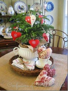 Darling Valentine's Day Tree!!! Bebe'!!! Such a Teacup Valentine's Day Tree!!!