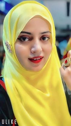Curvy Celebrities, Muslim Beauty, Girl Pictures, Veil, Erotic, Beautiful Pictures, Girls, Women, Fashion