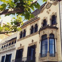 Coneixeu la façana #modernista de la Casa Mallol #aRoses ? #VisitRoses •••••••••••• #descobreixcatalunya #catalunyaexperience #igersgirona #inCostaBrava #poblesdecatalunya