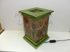 Lámpara de cristal craquelada, con molduras de madera y decorada con acrílicos y decoupage.