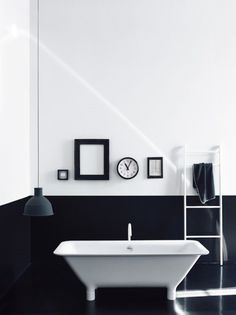1000 images about zwart wit black white on pinterest interieur black walls and alex box - Deco toilet zwart ...