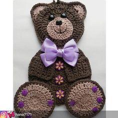 Crocheted Kitchen Potholder Bear Decoration with Buttons Crochet Hot Pads, Crochet Teddy, Crochet Bear, Crochet Baby Booties, Cute Crochet, Crochet Motif, Crochet For Kids, Crochet Animals, Beautiful Crochet