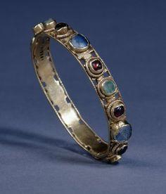 Gold Bracelet set with garnet, amethyst and emerald.     Early 3rd Centry AD    Found at Nord-Pas-de-Calais,Pas-de-Calais,Beaurains, France    Roman Period