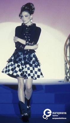 Carla Bruni - Atelier Versace. 1992