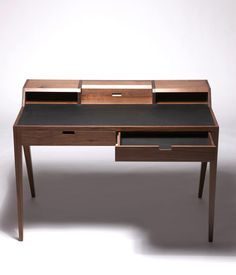 Contemporary Writing Desk Furniture Design for Home Office, Katakana - Dare Studio Contemporary Office Desk, Modern Desk, Contemporary Style, Home Office Setup, Home Office Desks, Office Table, Office Reception, Desk Inspiration, Furniture Inspiration