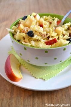 Salade de chou vert, vinaigrette au vinaigre de framboise : http://tomatesansgraines.blogspot.fr/2015/02/salade-de-chou-vert-vinaigrette-au.html