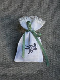 Favor sachets with olive branch set of 50 personalized white bridal gift bags linen with lace for italian wedding Linen Bag, Linen Fabric, Olive Branch Wedding, Linens And Lace, White Bridal, Ivoire, Wedding Events, Weddings, Bridal Gifts