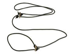 Aus der Kategorie Leinen  gibt es, zum Preis von EUR 23,50  Lautlose Jagdleine aus rundes Leder, 6 mm braun ist mit Hirschhorn hergestellt, sehr stabil und haltbar.  Sehr beliebtes bei Jägern.    Handgemacht.