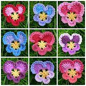 kwiaty - bratki - z włóczki // Ravelry: FREE Granny's Pansy pattern by Dedri Uys