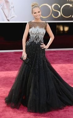 Kristin Chenoweth, a vision of loveliness, at the 2013 Oscars. In Tony Ward Couture.